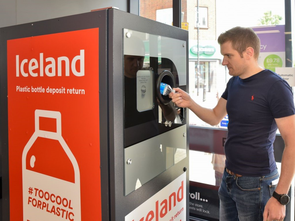 A bold CSR initiative makes a supermarket brand an industry leader -Iceland #TooCoolforPlastic campaign